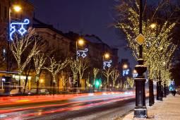 karacsonyi-fenyek-corvin-budapest.jpg
