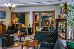 lobby-4-corvin-hotel-budapest.jpg
