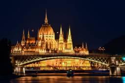 budapest-parlament-ejjel.jpg
